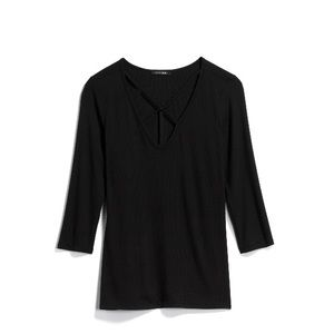 Black stitch fix tee